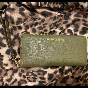 NWT Large Michael Kors Waller - bundle with purse